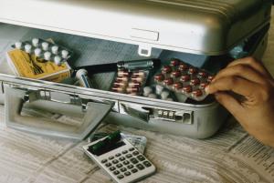 Надзорная служба Минздравсоцразвития будет жестко контролировать цены на лекарства в российских аптеках — Голикова
