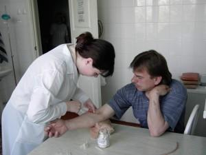 Чиновники своим примером призвали челябинцев сделать прививку от гриппа