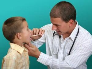 Оперативное лечение аденоидов у детей бесполезно