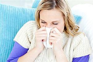 Женщины идут с гриппом на работу