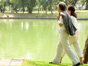 Обычные прогулки позволяют сбросить лишний вес и укрепить здоровье