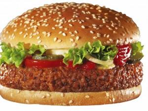 Неправильное питание — одна из причин нарушение микрофлоры кишечника