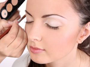 Секреты применения белых теней в макияже