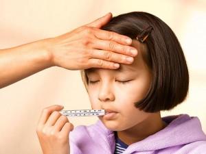 Когда спешить «сбивать» температуру у ребенка при гриппе и простуде?