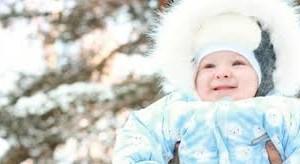 Как одеть месячного кроху на прогулку зимой