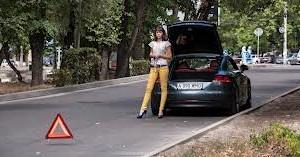 Сменить колесо на автомобиле может и девушка