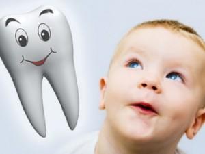 Осуществляем уход за молочными зубками малыша
