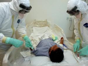 Лекарство от Эболы нужно искать в крови выживших, считают ученые в США
