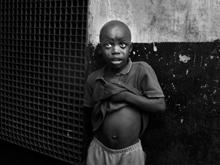 Вспышка лихорадки Эбола в Африке постепенно сходит на нет