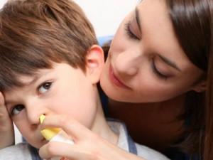 Как правильно промыть нос ребенку при ОРВИ