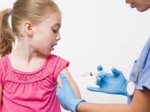 Люди отказываются от вакцинации из-за… боязни уколов?!