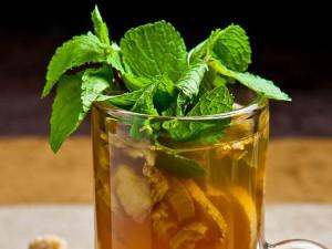 Фитотерапевт: В период простуд пейте имбирный чай и напиток из ягод облепихи