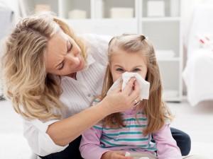Грипп у родителей: как защитить детей?