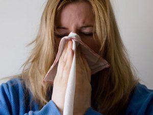 Барнаульские врачи предупреждают: ангина, пневмония и синусит летом переносятся хуже