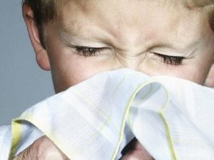 Как лечить простуду у детей безопасными методами