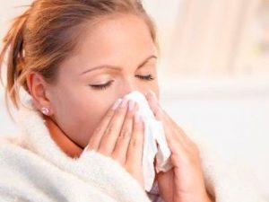 Медики рассказали, о возможных осложнениях простуды