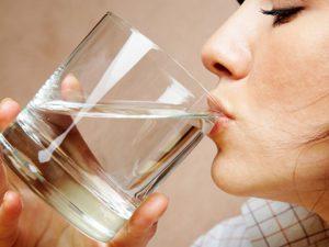 Простудившимся необходимо в первую очередь питье