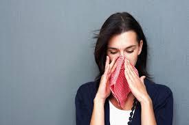 Человек, у которого впервые возникла реакция на амброзию, симптомы аллергии часто принимает за простуду