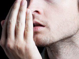 Почему изо рта пахнет мочой?