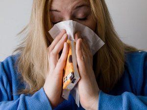 Держись подальше: на каком расстоянии надо находиться, чтобы не подхватить грипп