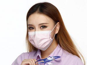 Ученые: пневмонией можно заразиться после ковыряния в носу