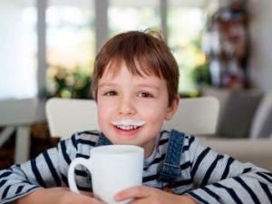 Терапевты рассказали, какие специи в сочетании с молоком лечат простуду