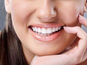 Восстановление эрозии неба на передних зубах