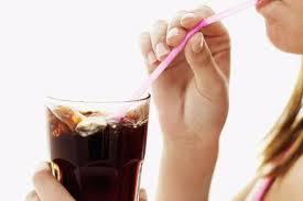 С определенного возраста женщинам лучше не увлекаться диетическими сладкими напитками