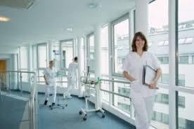 Частные клиники переключились на ОМС
