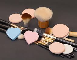 Ученые обнаружили опасные бактерии в средствах для макияжа
