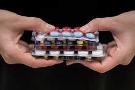Ученые рассказали, какие витаминные добавки нельзя сочетать