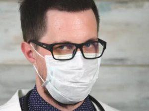 Маски эффективны для предотвращения распространения коронавируса через капли слюны