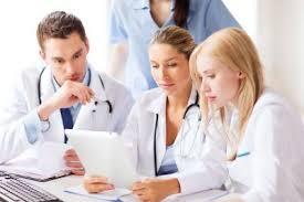 Российские врачи смогут бесплатно улучшить навыки коммуникации с пациентами