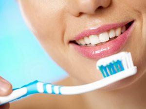 Как правильно чистить зубы: основные правила и ошибки