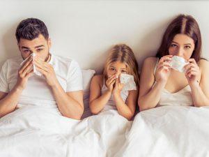 Ученые оценили риск распространения COVID-19 дома и среди членов семьи