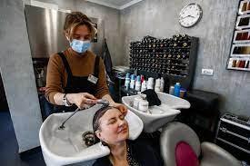 Эксперты рассказали, как после посещения салона красоты сохранить здоровье