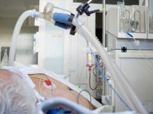 У каждого второго госпитализированного с COVID-19 пациента развиваются осложнения